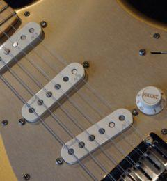 9月最終セール!!あと二日!!Fender USA FSR AMERICAN DELUXE ST AZG/M 国内販売20本限定ギター