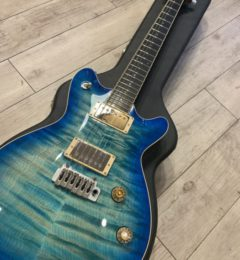 T's Guitars 	Arc-STD22 VS100N Quilt Top Centura Blue